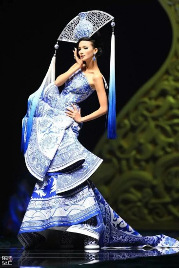 33476a0e9154b68edacda4978aadb8e1--chinese-outfit-china-fashion.jpg